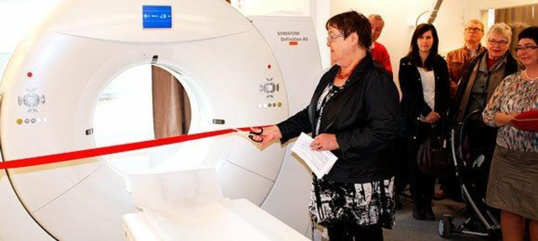 Styreleder i UNN Jorhill Andreassen åpner CT-en på Finnsnes i 2014. Foto: UNN