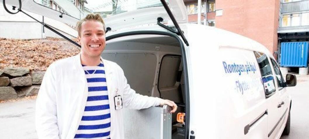 Prosjektleder Alfred Rostad er mannen som kjører rundt til sykehjem i Vestfold. Foto: Helse Sør-Øst