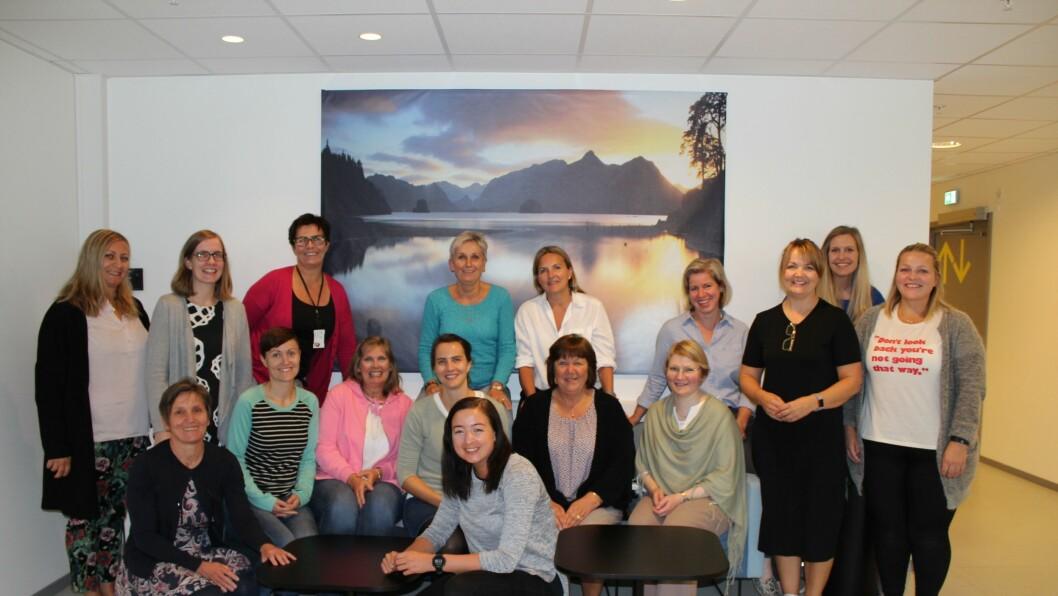 Her er ambassadørene samlet I Oslo, før ferden gikk videre til Nederland.