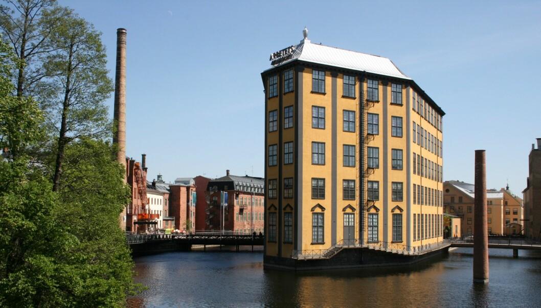 Strykejernet heter dette landemerket sentralt i Norrköping. Bygget fikk sin spesielle form med syv kanter fordi man ville utnytte så mye som mulig av den strømlinjeformede holmen det er bygget på, Laxholmen. FOTO: WIKIMEDIA COMMONS