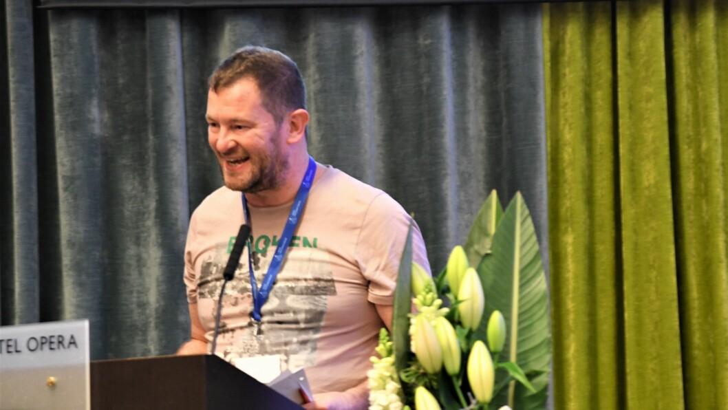 Ciaran Kenny på talerstolen under NRFs landsmøte i november.