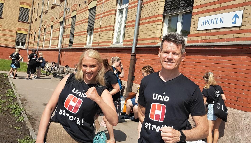 Kampviljen er sterk hos Lill Sverresdatter Larsen og Bent R. Mikalsen, hhv. leder og nestleder i Unio Spekter. Her fra onsdagens møte med de streikende på Ullevål sykehus.